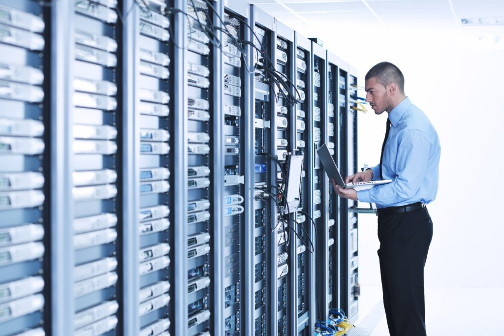 Centro de datos y telecomunicaciones de una compañía