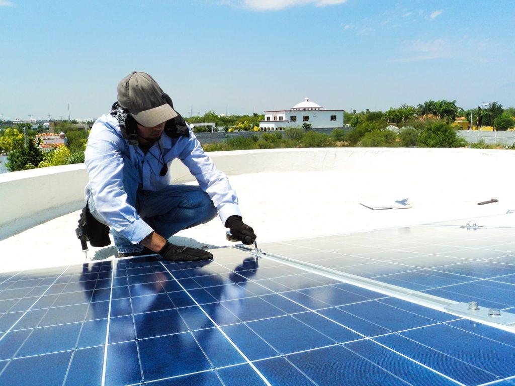 fotografía de paneles solares que se han instalado por la compañía